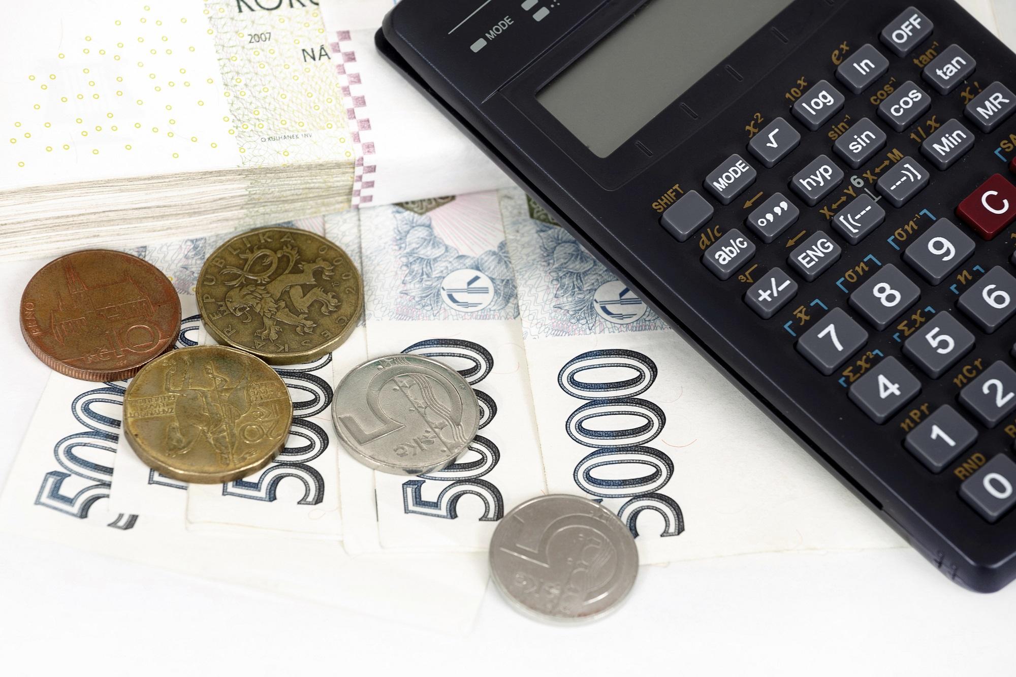 Platby spojené s prodejem či koupí nemovitosti – na co se připravit?
